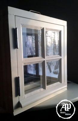 SUE-180 ikkuna